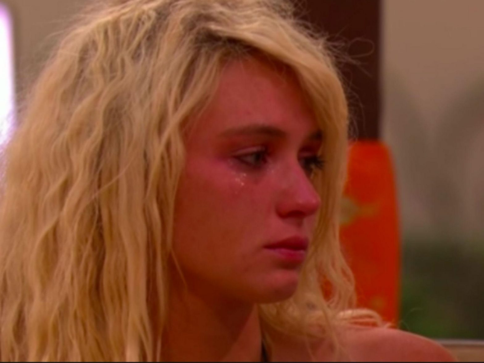 Love Island – LIVE: Lucie decides whether she wants to stay in ITV2 villa without Joe