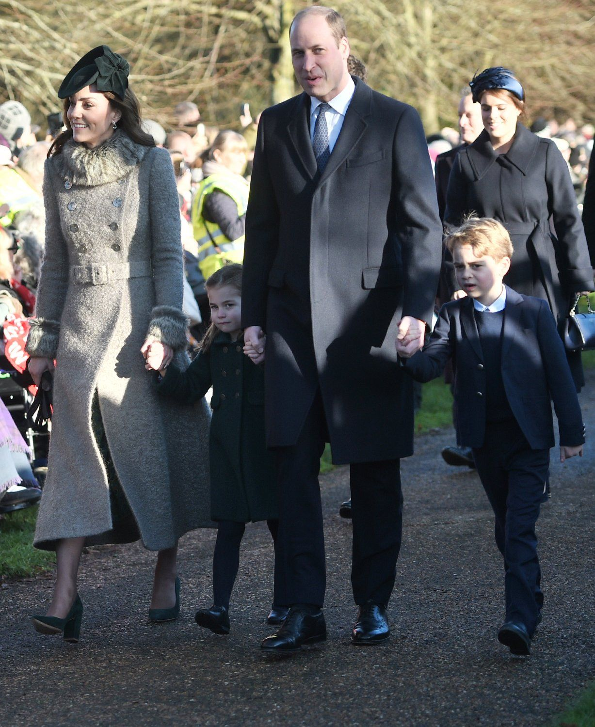 Prince George and Princess Charlotte Make Their Christmas Day Debut Alongside William and Kate! – Yahoo Entertainment